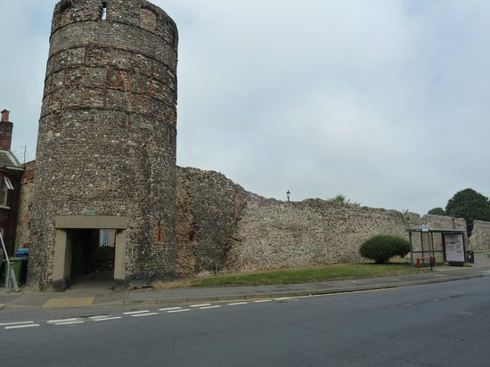 Time and Tide Museum: Medieval town wall