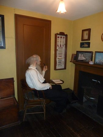 Time and Tide Museum: The Rows - relaxing in the front room