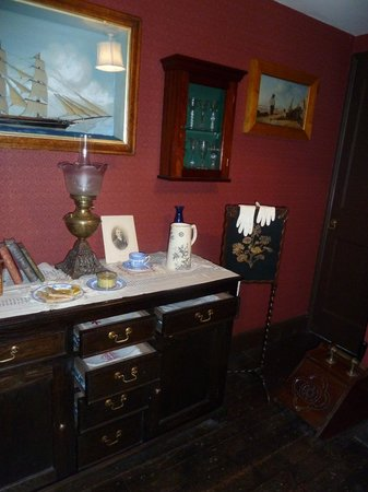 Time and Tide Museum: The Rows - front room