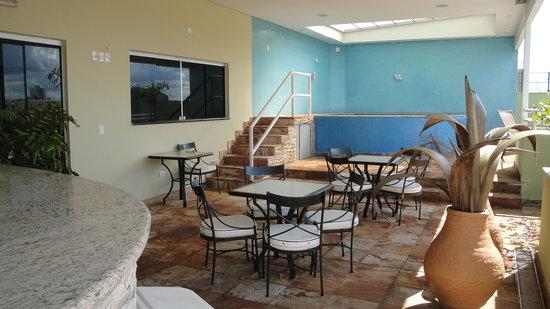 Hotel Apollo Inn Express: solarium com piscina para vc e sua familia