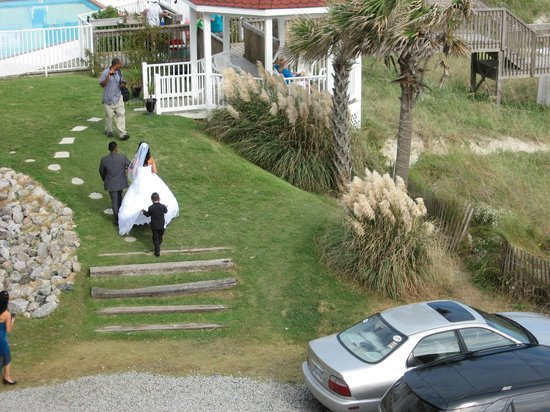 Islander Inn: Wedding in progress