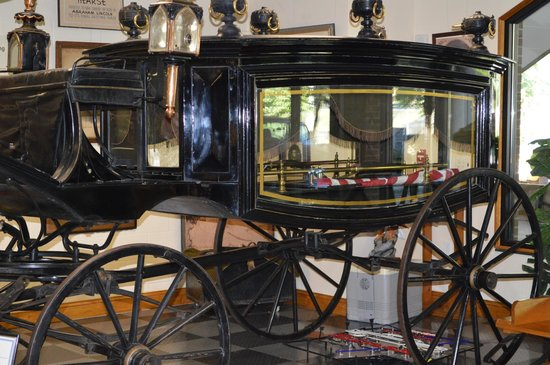 Tallahassee Antique Car Museum : One of the Acutal Horse Drawn Hearse that Carried President Lincoln