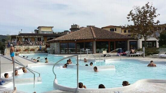 piscina esterna idromassaggio - Foto di Rapolano Terme ...