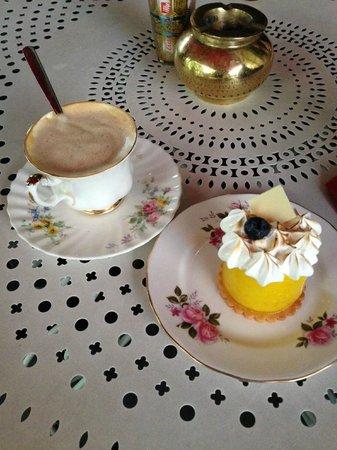 Momo : Pastel de Limon + Cafe con Leche