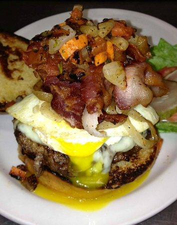 Ma's Country Cabin & Saloon: Miss Piggy Burger 1/2lb