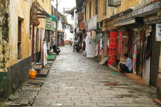 Jew Town : Street leading to synagogue