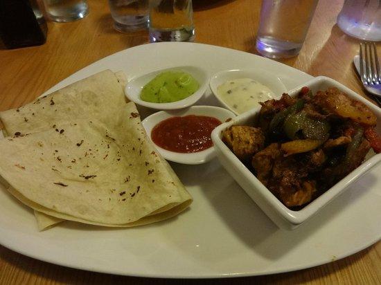 Cross Foxes Bar & Grill: Chicken fajitas