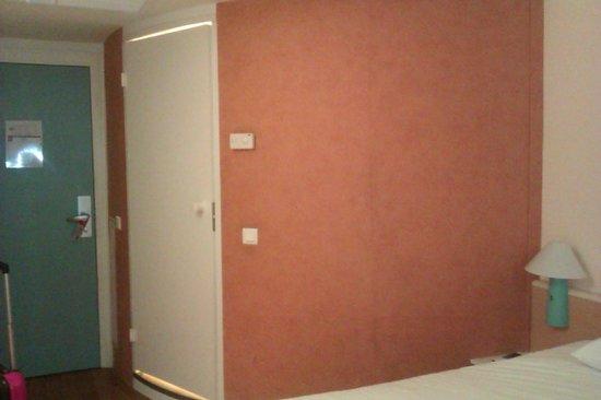 Ibis Murcia: Puerta del baño