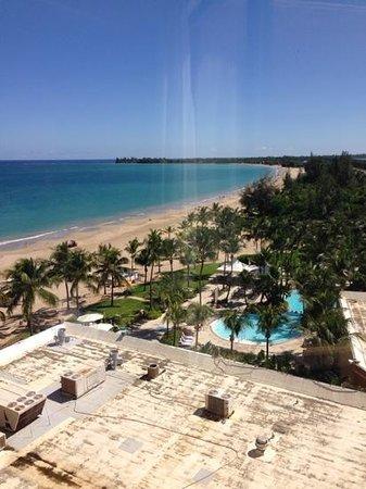 Courtyard by Marriott Isla Verde Beach Resort: hallway view