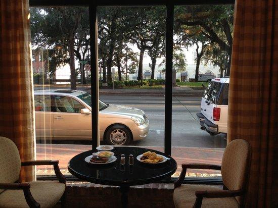 Staybridge Suites Savannah Historic District: Free breakfast buffet!