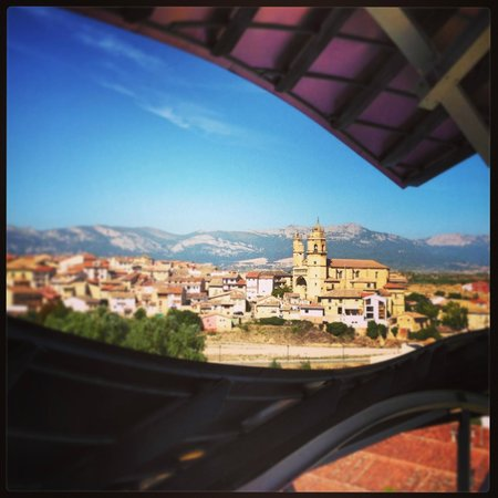 Bodegas Marques de Riscal: view of elciego from the restaurant
