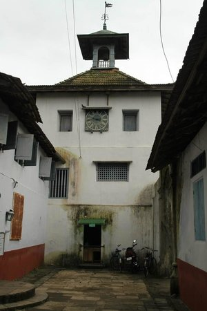 Paradesi Synagogue - entrance is on the left