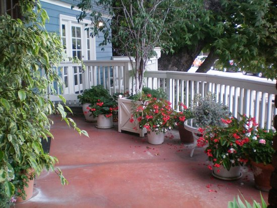 Channel Road Inn - A Four Sisters Inn : Front Porch