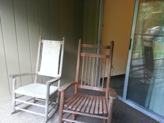 River's Edge Motel: Rocking chairs