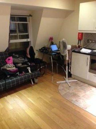 Hyde Park Suites: sala (sofa cama quando tiver mais que 2 pessoas) / cozinha