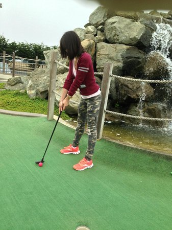 Emerald Dolphin Inn: minature golf
