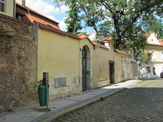 St. Castulus square: Former rectory and school