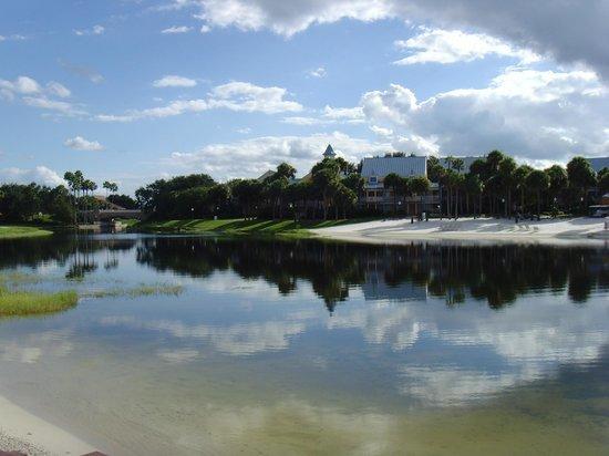 Disney's Caribbean Beach Resort: Grounds