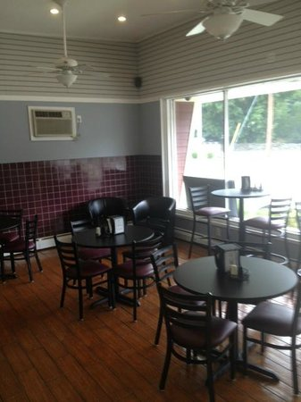 Clancy's Cafe and Creamery: Dining Room