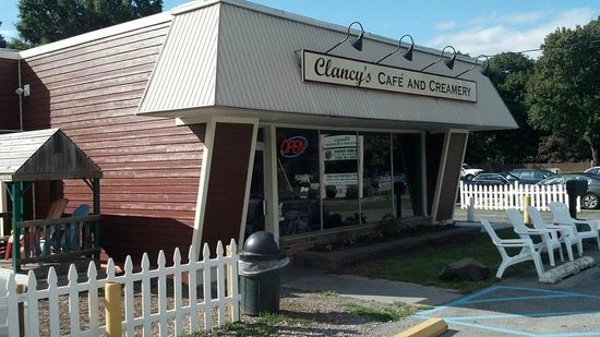 Clancy's Cafe and Creamery: Outside