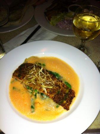 Cafe Luluc : Salmon with asparagus