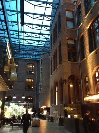 Conservatorium Hotel: lobby and cafe