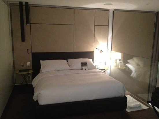 Conservatorium Hotel: The bedroom
