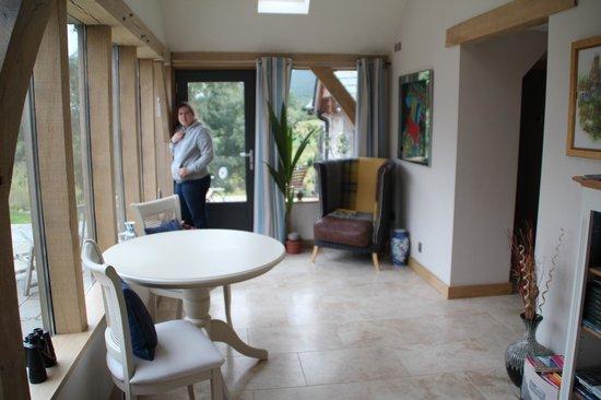 Docharn Lodge Guest House: Blick aus dem Esszimmer
