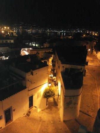 Aparthotel Navila : panorama notturno de navila