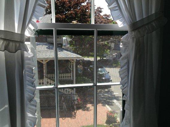 Pequot Hotel: vista do quarto para o hotel