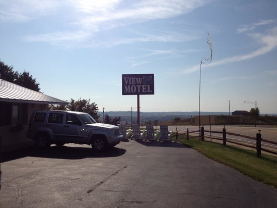 The View Motel: Their sign, with a view.