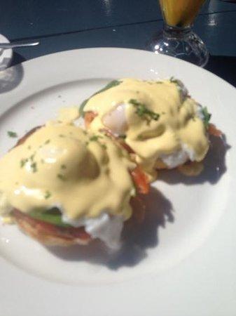 Paradise Marina Cafe: Eggs Benny