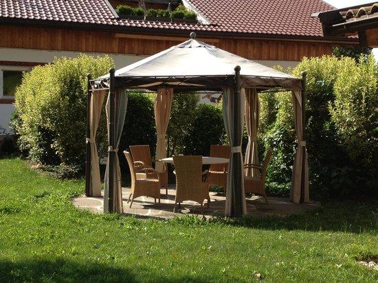 Hotel Garni Partaneshof: Gazebo in giardino