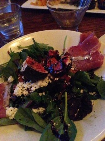 Tholos: fig and prosciutto salad