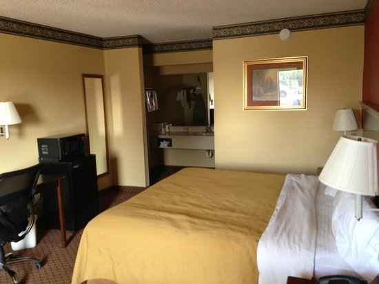 Quality Inn-Gaffney: Quality Inn, one bed, prior to check out.