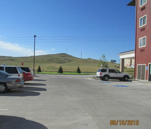 Baymont Inn & Suites Rapid City: Southern view from parking lot.