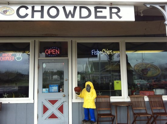Captain Bob's Chowder : Right next door to Marsh's Free Museum