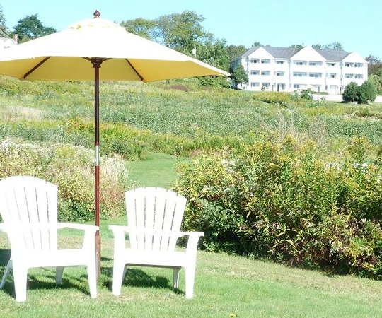 Island View Inn: View from water's edge