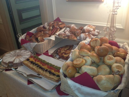 Hotel Canada, BW Premier Collection: Breads and pasteries (just a sampling of what was offered)