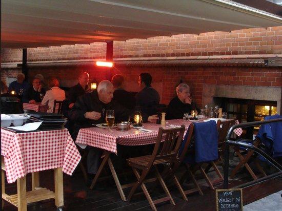 Frk. Barners Kaelder: The outdoor patio