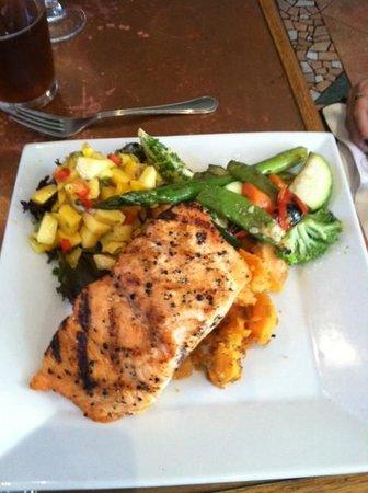 Passports Restaurant: Delicious Mango Salmon