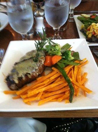 Passports Restaurant: Superb Steak au Poivre