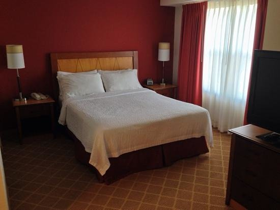 Residence Inn Boston Westford: bed