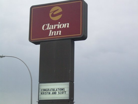 Clarion Inn Rochester: They even put their names on the marquee. Thanks, Clarion, for a wonderful experience!