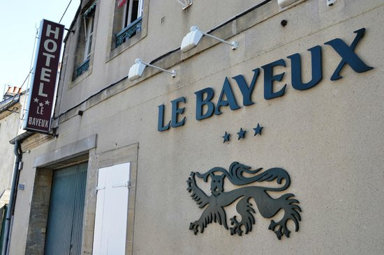 Hotel Le Bayeux : Hotel front