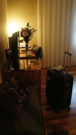 AC Hotel Ciudad de Pamplona: TV