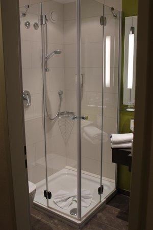 Hotel Magnetberg Baden-Baden: Shower