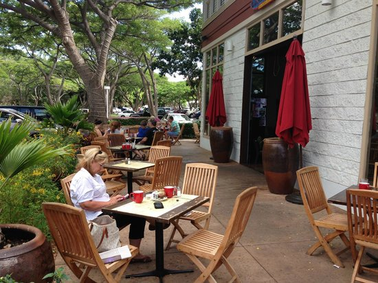 Quiet outside dining at Island Lava Java