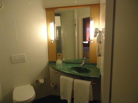 Ibis Madrid Aeropuerto Barajas: banheiro