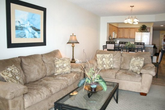 Crescent Shores: living room